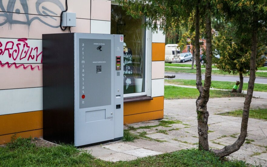 """Литовской компании, предлагающей услуги """"хранилища алкоголя"""", грозят штрафы"""