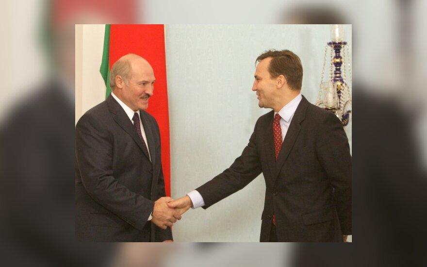 Wikileaks: как Сикорский помог Лукашенко ездить в ЕС