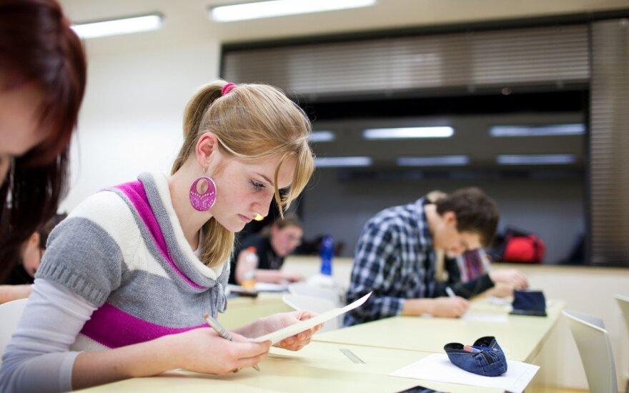 В Литве планируют ограничить возможность трудоустройства студентов