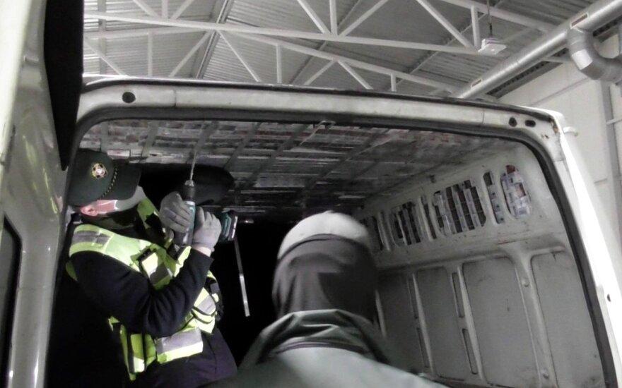 """""""Окно контрабанды"""" закрылось: в Шальчининкском районе задержаны трое контрабандистов и таможенник"""