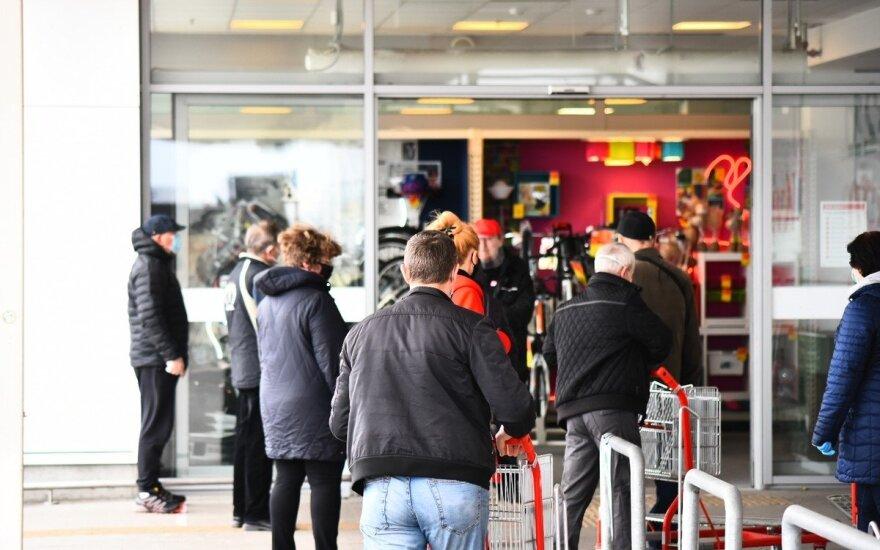 Представитель правительства Литвы: люди старшего возраста не соблюдают требования безопасности в магазинах