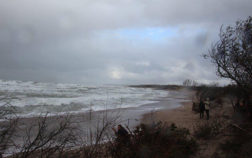 На смену сухой погоде в Литву придут ветер и дожди