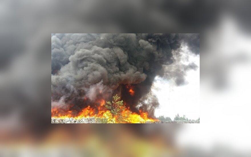 Ликвидирован обширный пожар в Юрмале: нелегальная свалка горела почти 60 часов