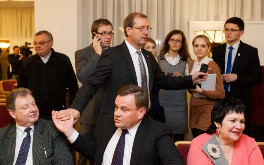 Uspaskich nie obiecuje, że jego partia poprze rząd, bez trzech ministrów