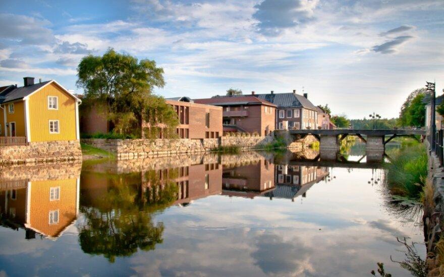 Švedijoje vis daugėja naujų modernių medinių namų ir tiltų