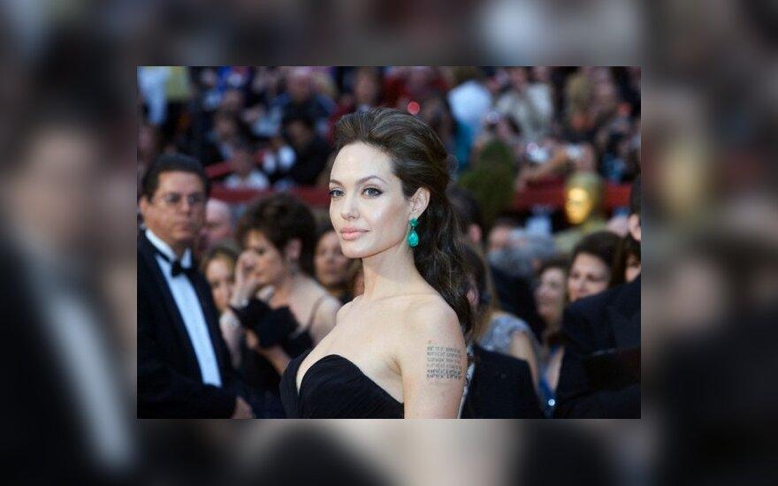 Анджелина Джоли станет моделью