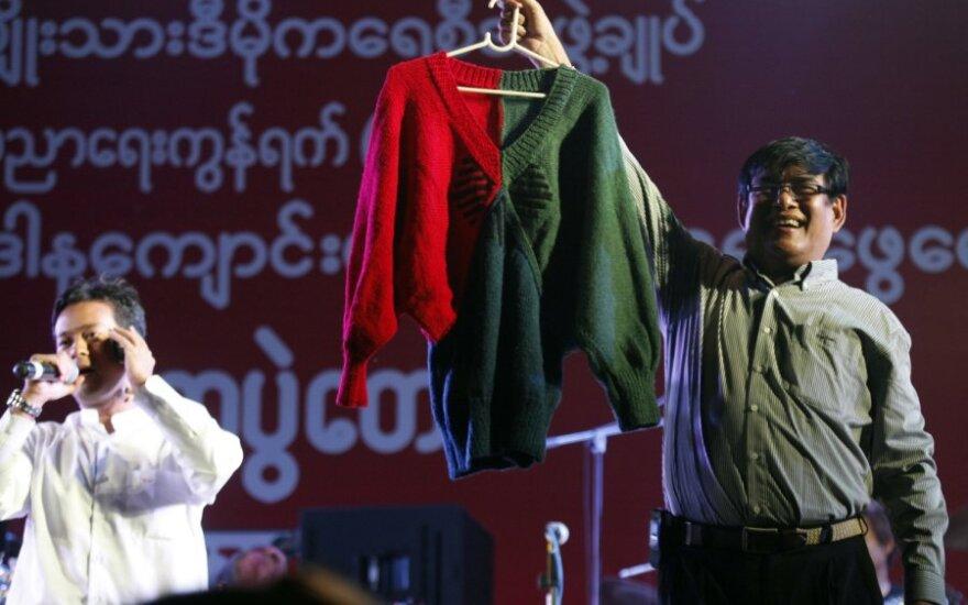 Aung San Suu Kyi nunertas megztinis