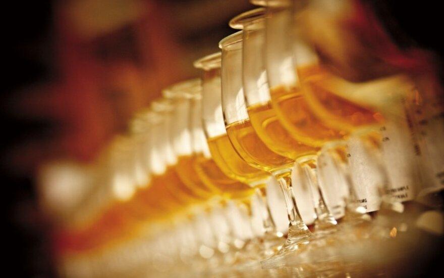 Jedni ją uwielbiają, inni nie znoszą. Co warto wiedzieć o whisky?