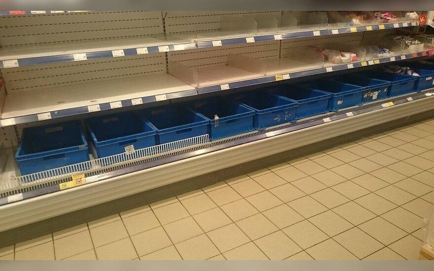 В Эстонии на полках для молочных продуктов в Maxima шаром покати