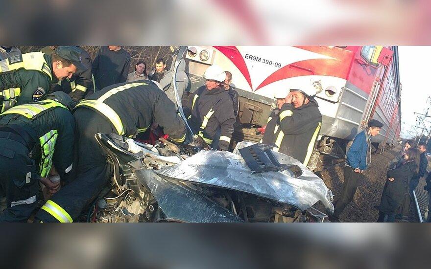 В Вевисе поезд протаранил автомобиль, водитель погиб