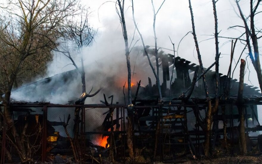 В Каунасе горел пункт приема металлолома