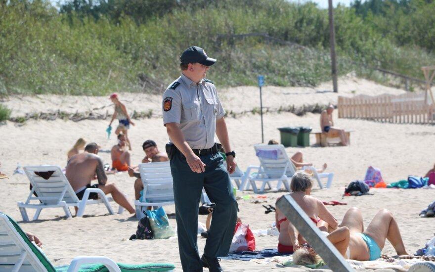 Policijos pareigūnai Lietuvos pajūryje