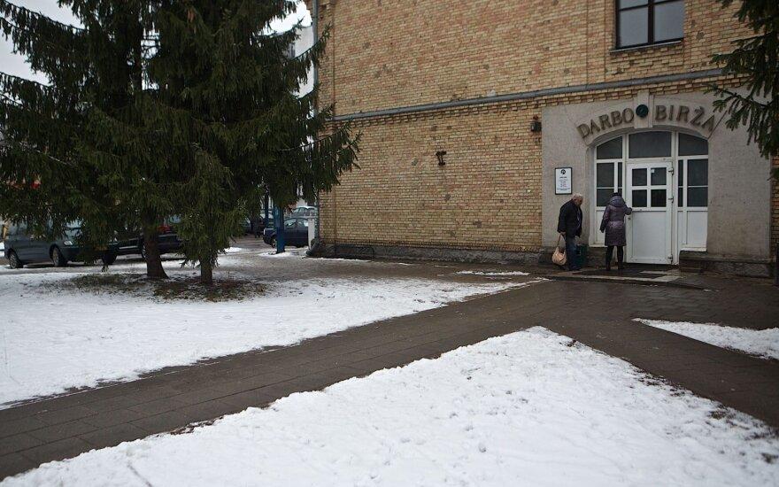 Безработица в Литве: лидируют три самоуправления, но им предлагают решение