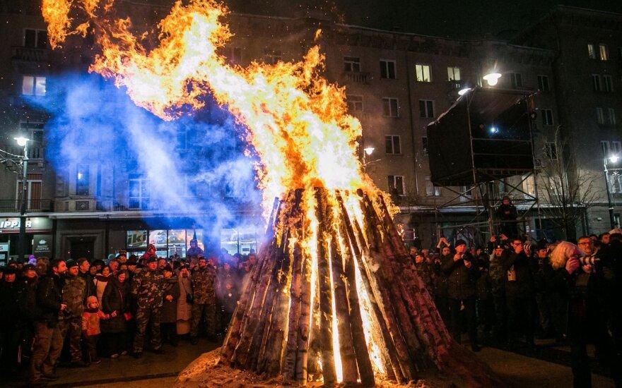 Памятные костры загорелись на площади Независимости