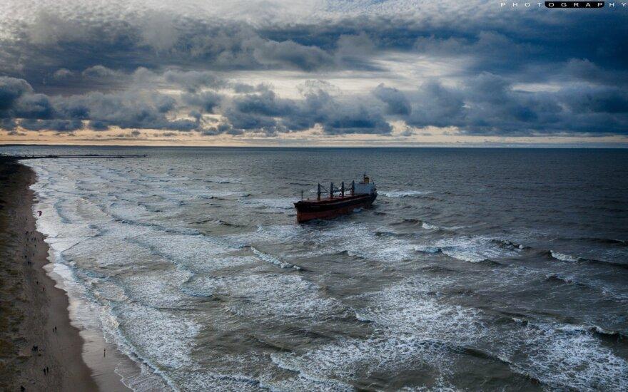 Снятый с мели сухогруз отбуксировали в Клайпедский порт