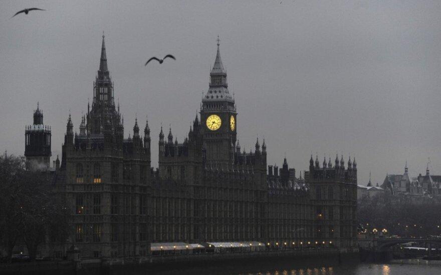 Polacy w Wielkiej Brytanii. Nowe restrykcje kontra protest w sprawie imigrantów