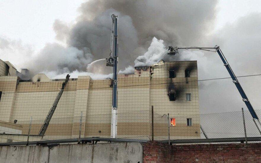 Количество погибших во время пожара в кемеровском торговом центре увеличилось до 64