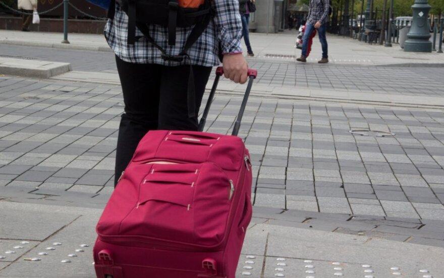 Огромные масштабы эмиграции больно сказываются на рынке труда