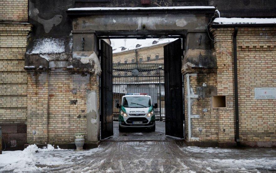 Из Лукишкской тюрьмы переводят осужденных на пожизненное заключение