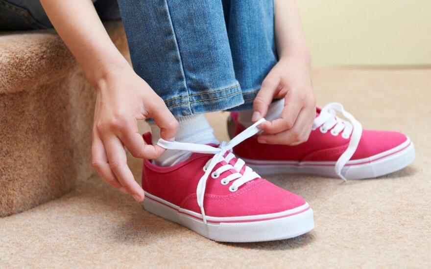 Американская компания отозвала ботинки со свастикой на подошве