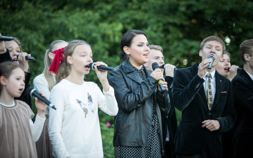 Tautiškos giesmės giedojimas Vilniuje