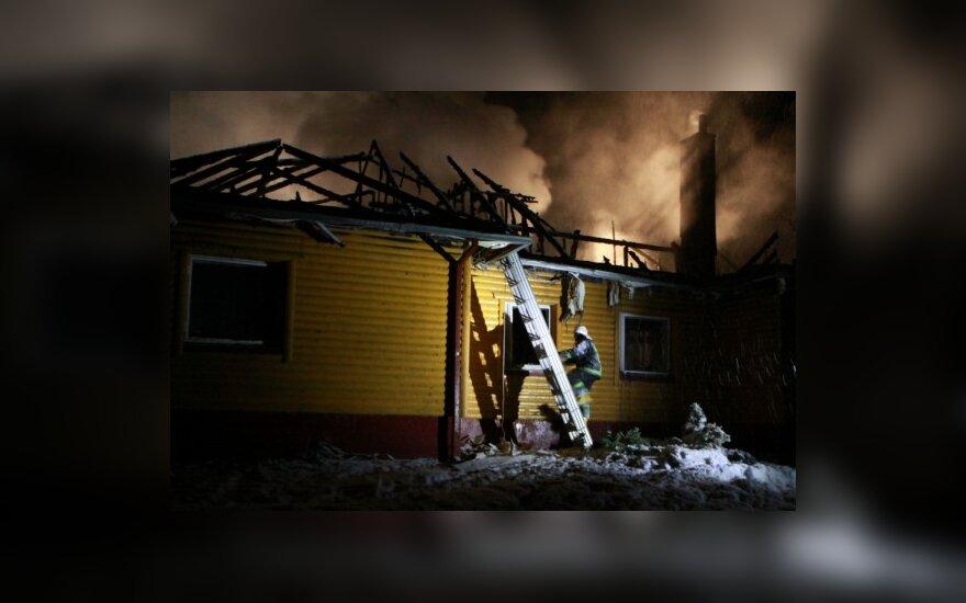 Из-за нечищенных дорог пожарные не могли добраться до горящего дома