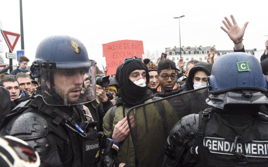 Государственный совет Франции снял запрет на проведение демонстраций