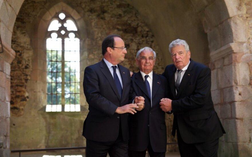 Президент Германии посетил военный мемориал во Франции
