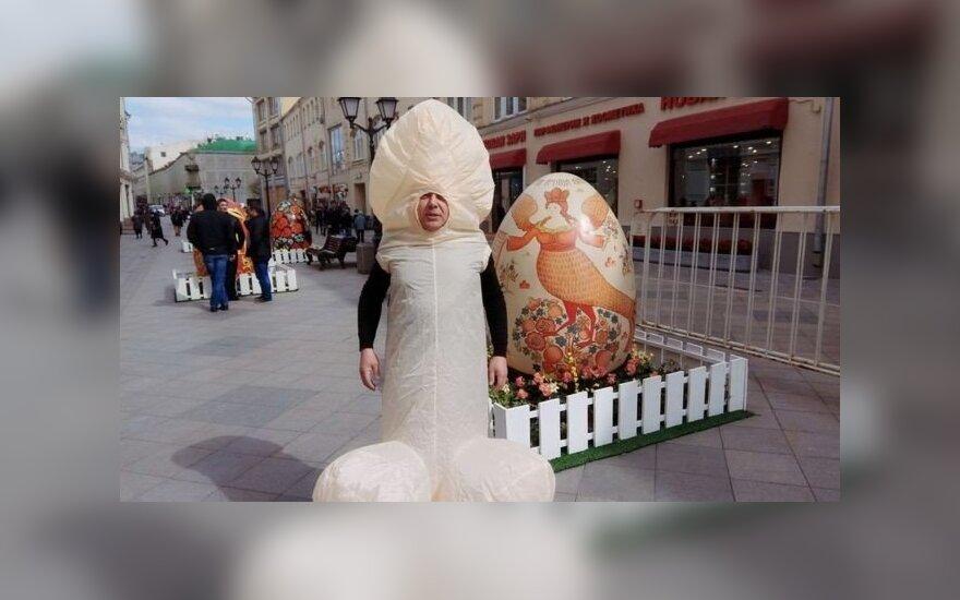 Телеведущего Лобкова задержали в Москве в костюме пениса