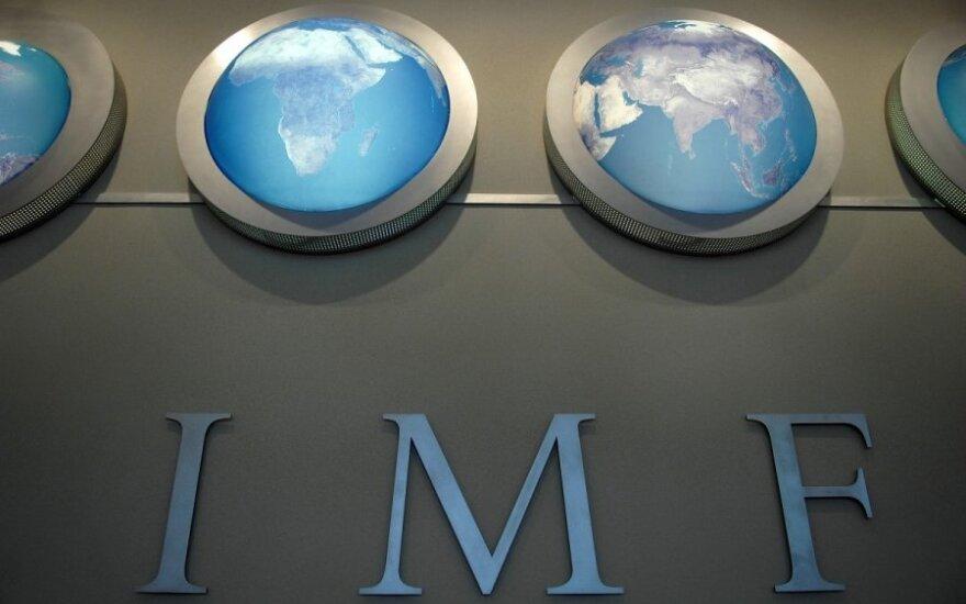МВФ: в мире - замедление роста, в России - падение ВВП