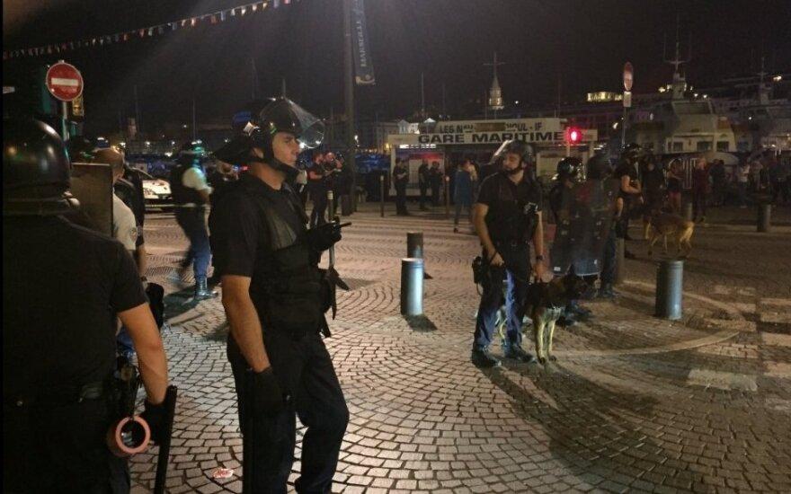 Policija Marselyje tramdo anglų futbolo fanus