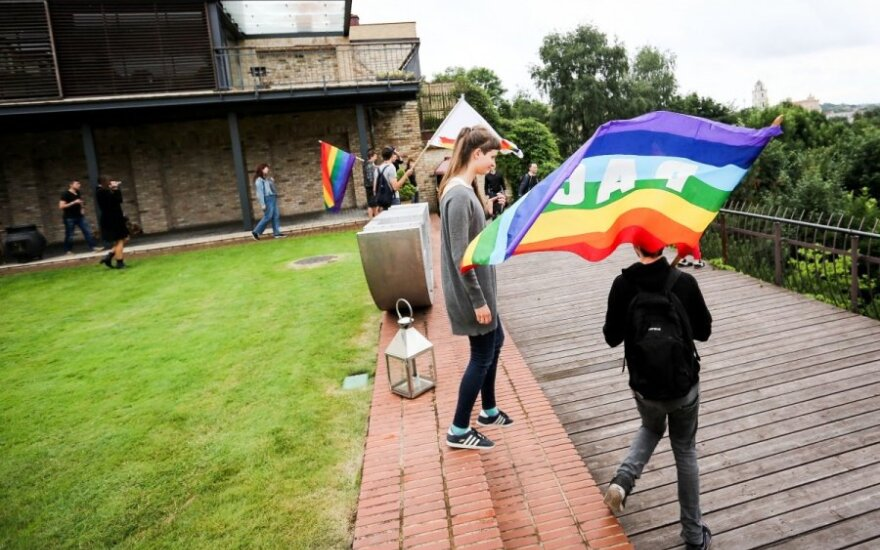 Зуокене: геи ворвались в мой двор