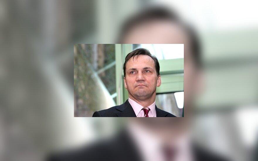 Р.Сикорский: шеф НАТО должен быть с Востока