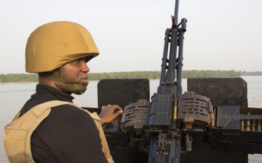 Gvinėjos įlankoje apvirto Kamerūno kariuomenės laivas