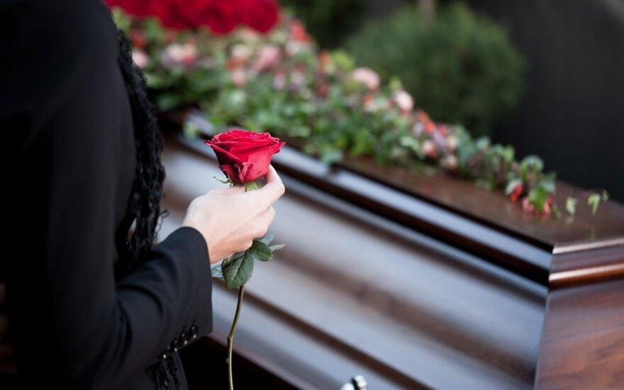 Из эмиграции возвращают и останки умерших и погибших