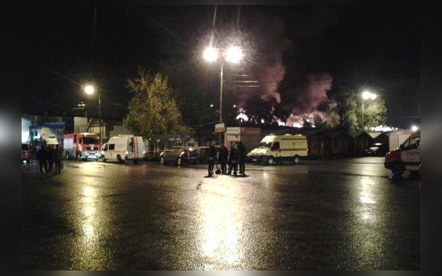При тушении пожара на складе в Москве пропали до восьми спасателей