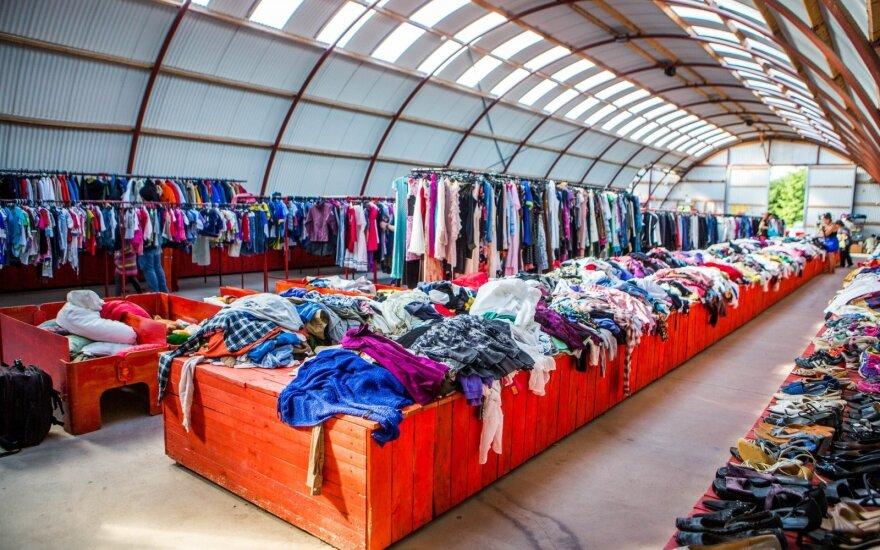 Ангар поношенной одежды, куда съезжаются со всей Литвы
