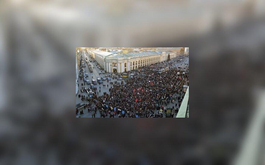 Tūkstančiai rusų pensininkų protestuoja prieš socialines reformas