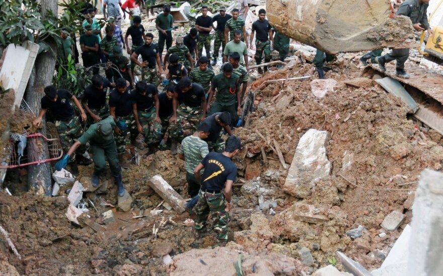 В столице Шри-Ланки гора мусора накрыла десятки домов: 16 погибших
