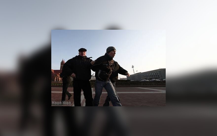 В Минске забросали яйцами митинг коммунистов и памятник Ленину