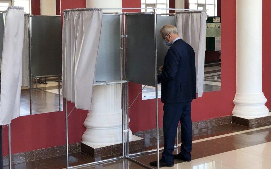 Rusijoje prasidėjo regionų rinkimai, tapsiantys išbandymu Kremliui