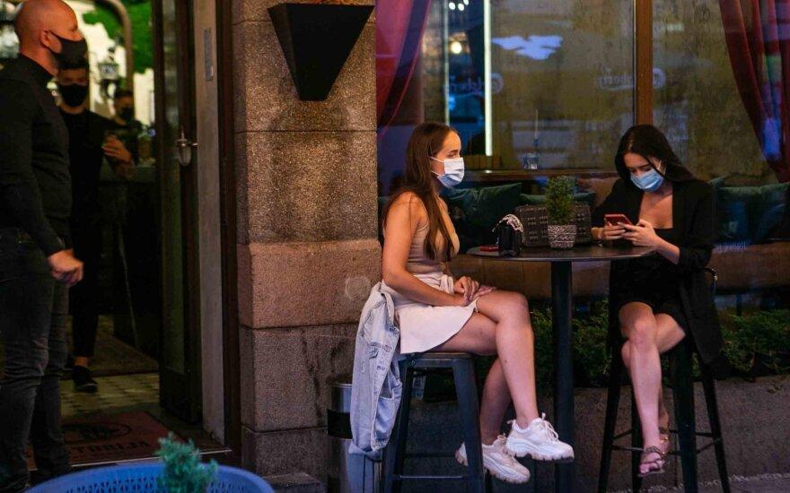Глава Минздрава: будет предложено ограничить время работы кафе и баров