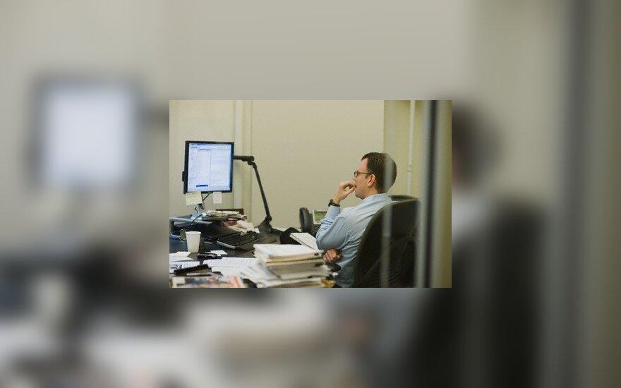 Internetas, darbas kompiuteriu, monitorius