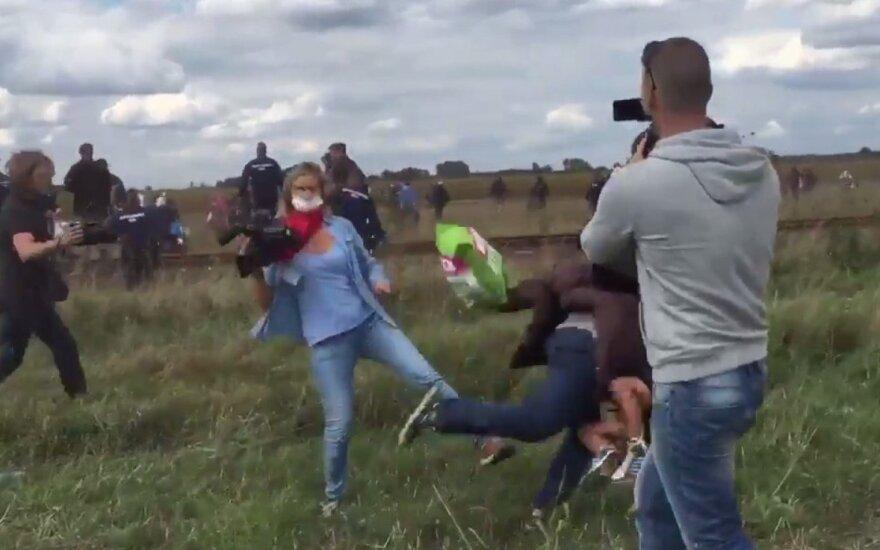 Пинавшую беженцев сотрудницу венгерского телеканала уволили