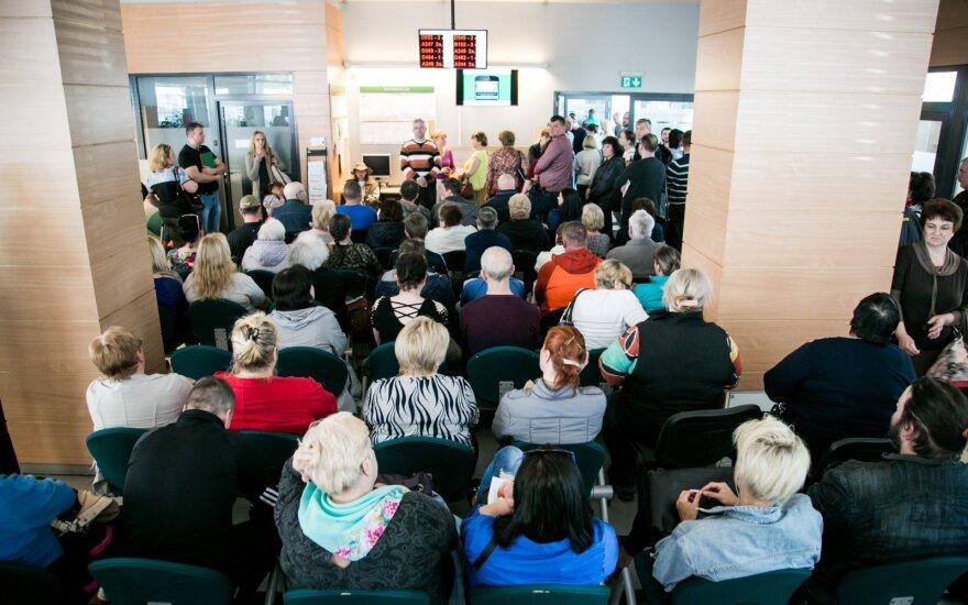 Жители Литвы штурмуют налоговую инспекцию