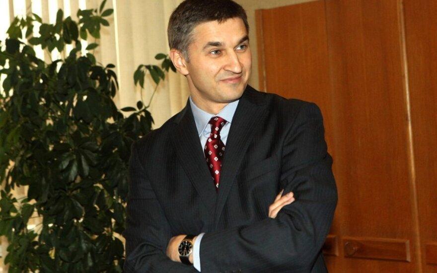 Jarosław Niewierowicz krytykowany m.in. za zbliżenie się z konserwatystami