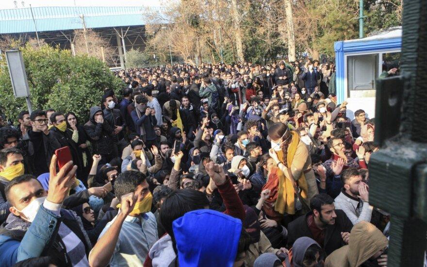 """Призывы протестующих в городах Ирана:""""Смерть России"""" и """"Моя жизнь - Иран"""""""