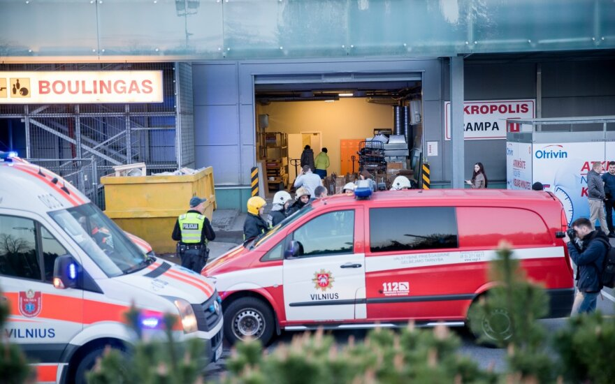 Около полуночи в вильнюсский Akropolis выезжали пожарные и врачи