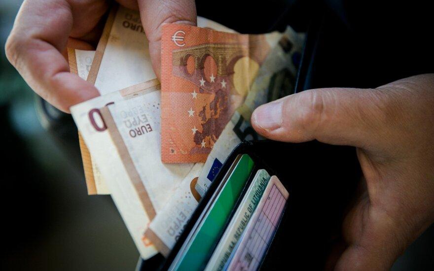 Замедляется рост доходов населения Литвы, всё больше зарплат ниже минимальной