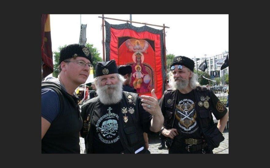 Православные хоругвеносцы намерены сжечь постер Мадонны